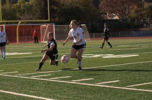 Senior Alice Johnson beats a Gunn High School defender to the ball. Though the Matadors played a defensive first half, they had stronger passes and improved communication in the last 30 minutes. Photo by Colin Ni