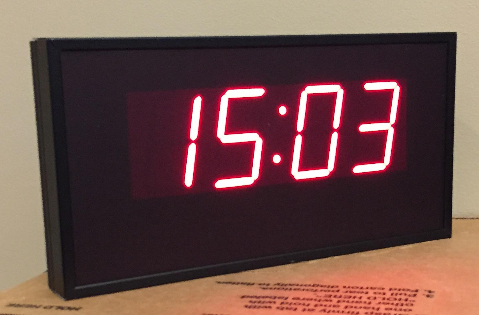 The electronic clock helps staff members and blood donors to keep track of the time. Every donor needs to stay in canteen for 15 minutes before leaving.