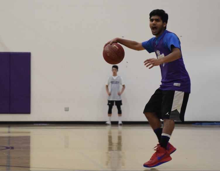 Senior Vasu Gupta facilitates the offense during a practice on Tuesday, Dec. 2. Head coach Clay Stiver is expecting a lot from the guard this year because of their depth and experience. Photo by Pranav Iyer.