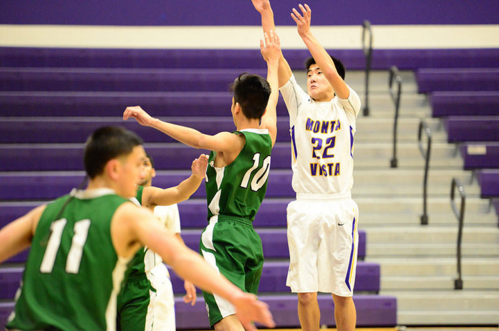Sophomore Ryan Lee pulls up for a jumper. Given that the Matadors' play in the paint has been consistent throughout the season, they need their guards to step up in order for a chance to win the El Camino League championship. Photo by Pranav Iyer.